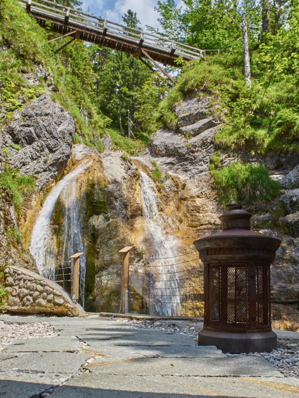 Ausblick vom Dorfbad Tannermühl zum Wasserfall und hohen Brücke