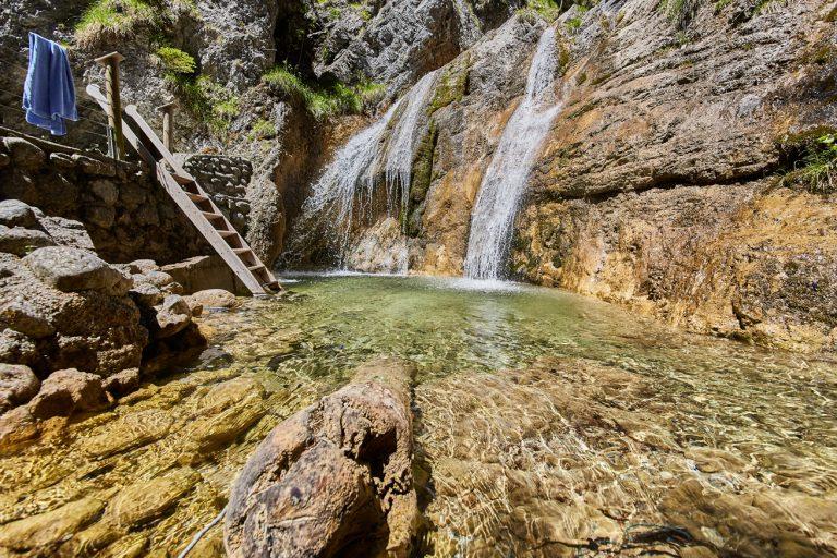 Gumpentauchbecken am Wasserfall