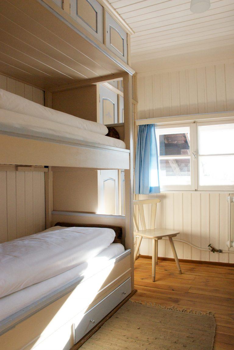 Almbad Sillberghaus Gästezimmer mit Doppelbett (Foto: almbad.de)