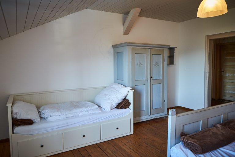 Die Almsuite ist zusätzlich mit einem Einzelbett ausgestattet (Foto: Daniel Roos Fotografie)