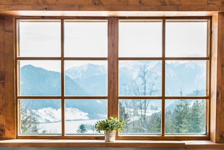 Der Blick aus dem Wintergarten auf den Schliersee