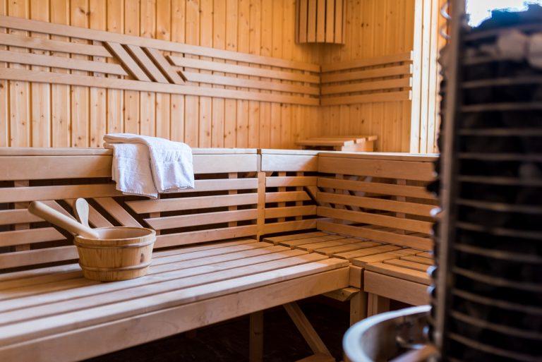 Blick in die Sauna des Almbad Huberspitz