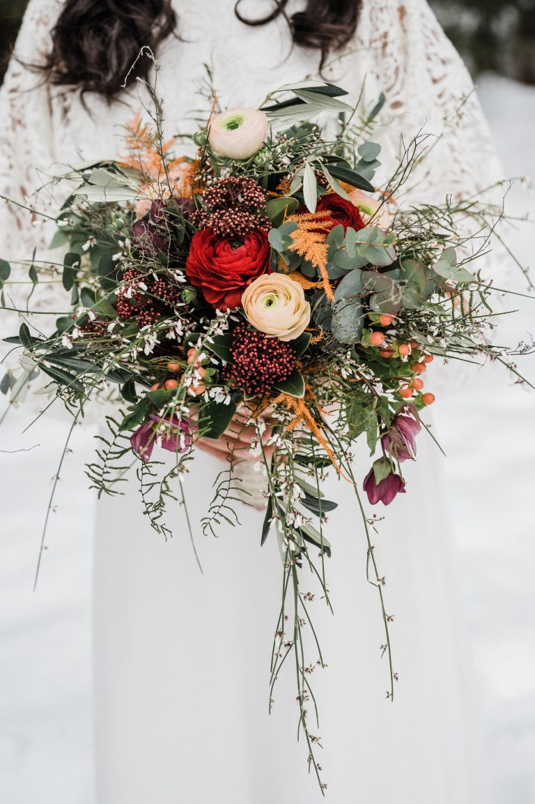 Farbenfroher Winter-Brautstrauß