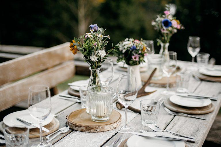 Festtisch auf der Terrasse mit Dekopaket Almerisch